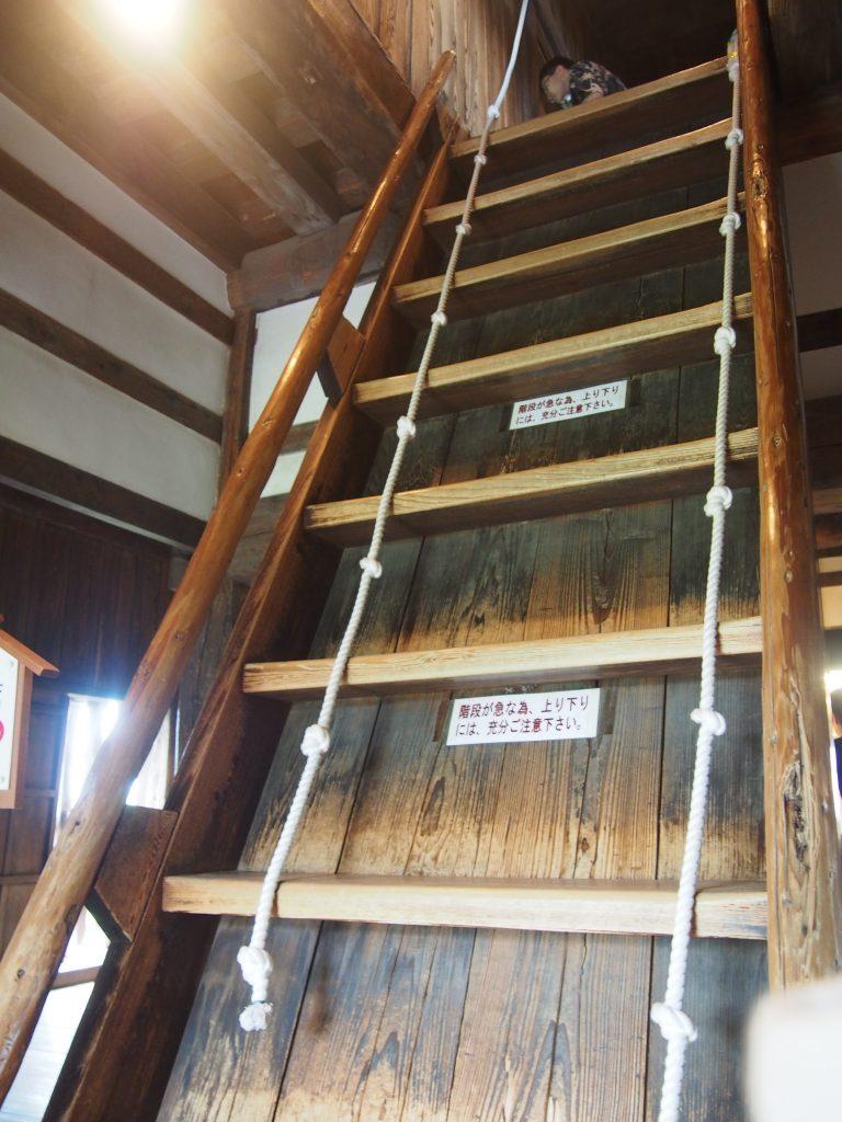 丸岡城の城内階段