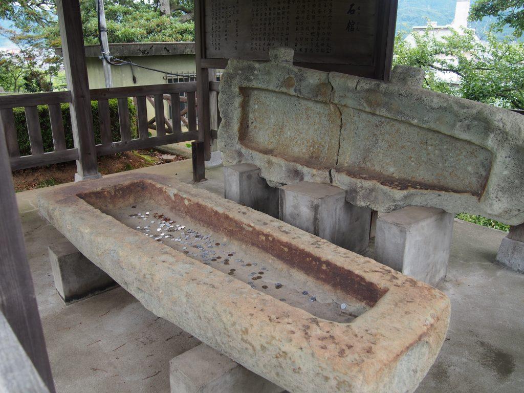 牛ヶ島石棺(うしがしませきかん)