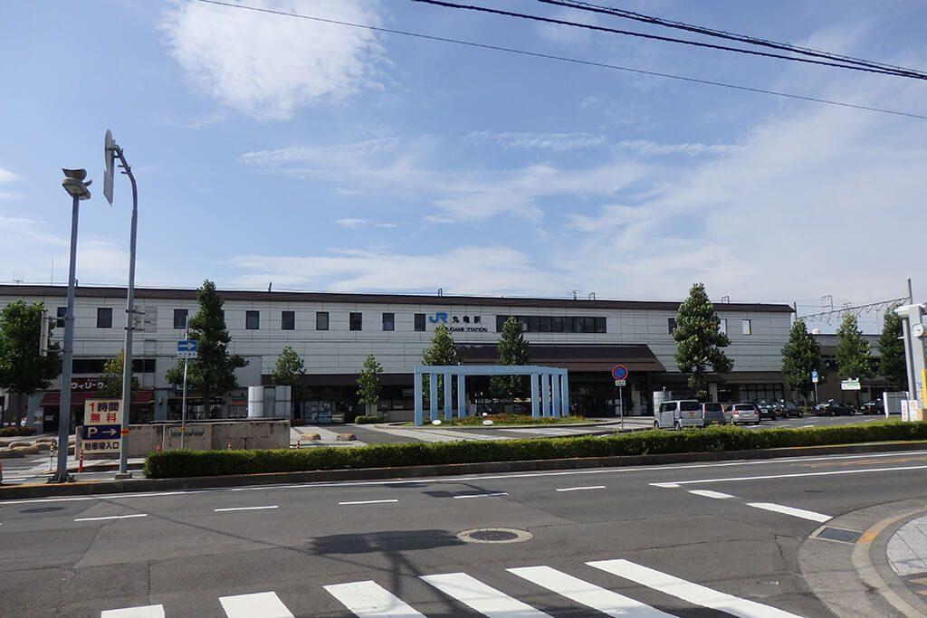 丸亀駅の駅舎と駅前広場