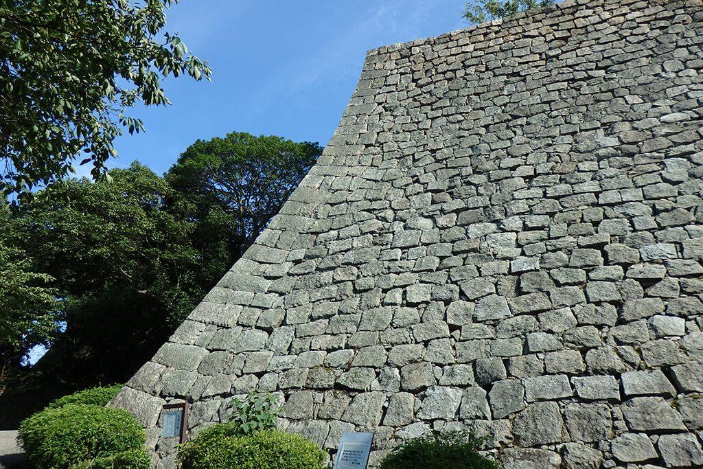 見返り坂から見る丸亀城石垣