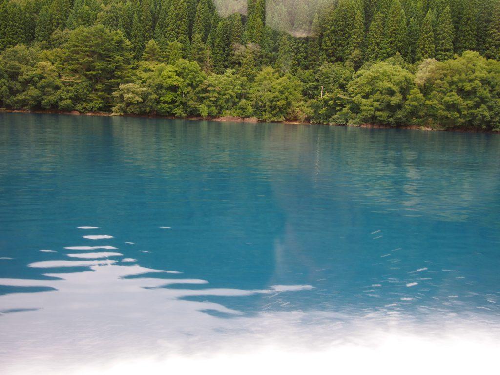 瑠璃色の田沢湖