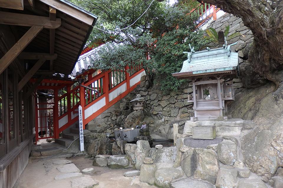磐台寺観音堂への階段