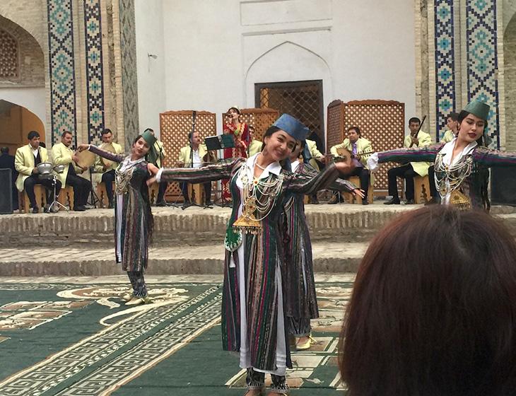 民族舞踊ショー