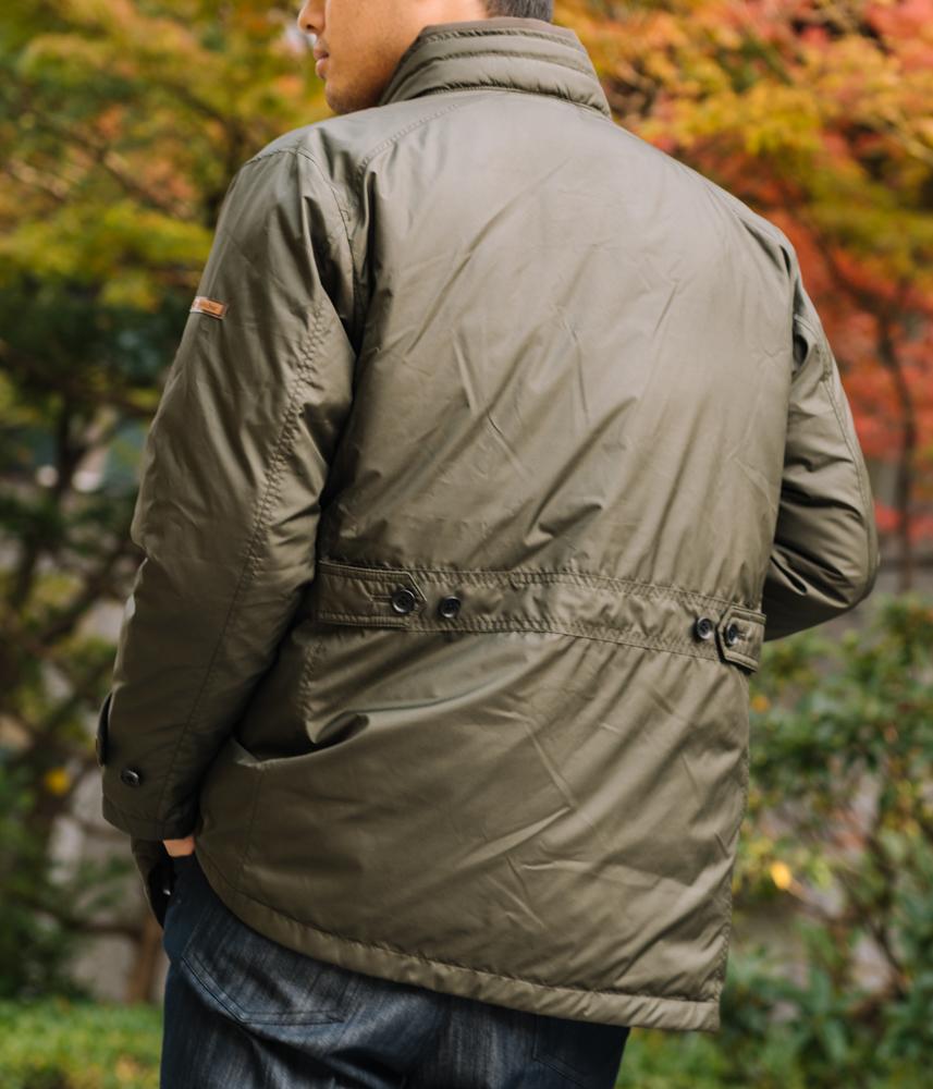 ダウンコートの背面