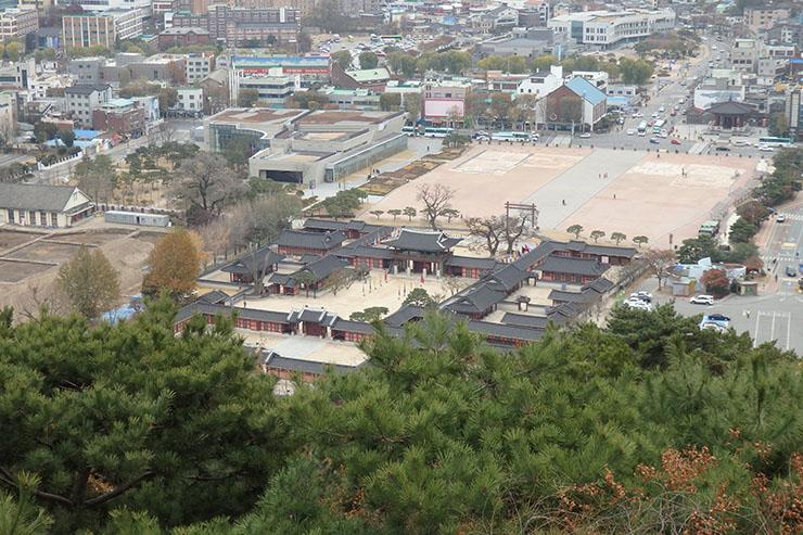 西将台から見た華城行宮